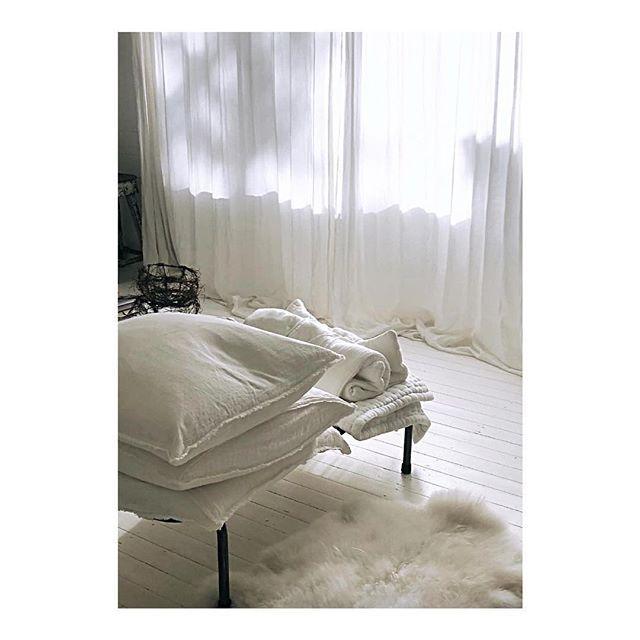 e a r l y  m o r n i n g  l i g h t   via the incredible @virginemamapapa  . . . . .  #morning #monday #sunrise #sleep #sleeptime #sleepy #sleepyhead #tired #goodday #instagood #instagoodnight #photooftheday #lightsout #bed #bedtime #rest #interior #bellamummabed #style #mamapapa
