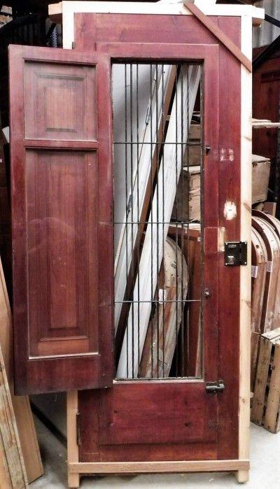 Puerta de entrada recuperada restaurada parcialmente for Puertas dobles antiguas