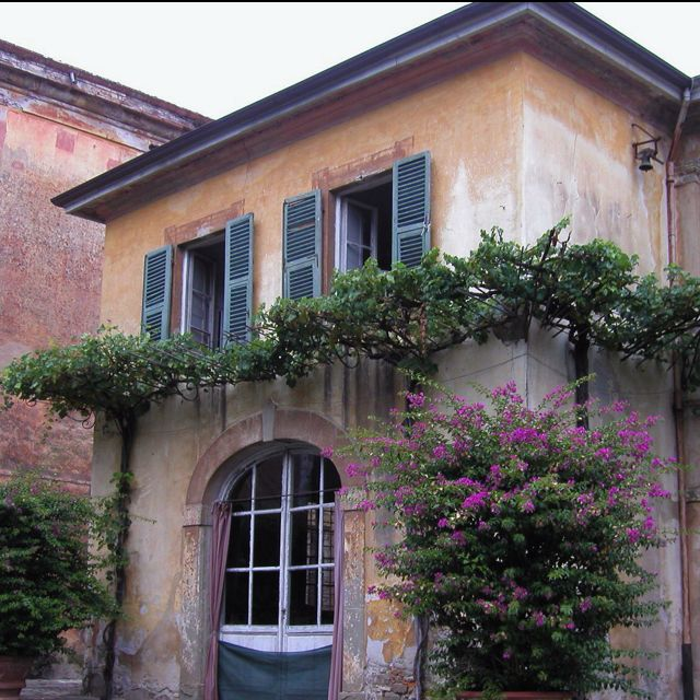 Francois Illas New Tradition: Italian Villa. This Picture Best Conveys The Simple Lines