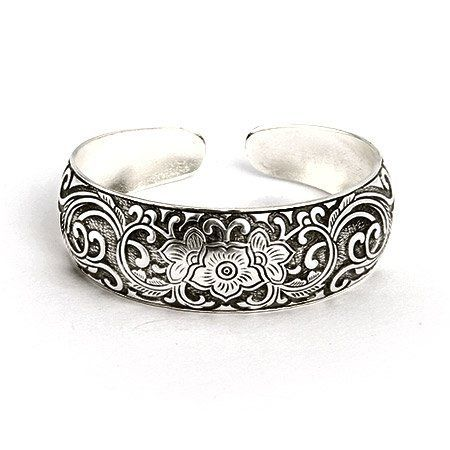 Vintage Style Flowering Vines Cuff Bracelet Eve's Addiction. $38.00. Approximate Weight: 31.5 grams