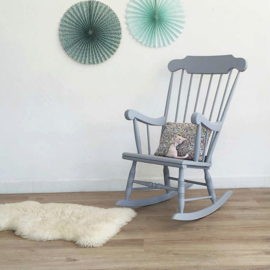 Superbe Rocking Chair Vintage En Bois Qui Apportera Une Touche Retro Chic Unique A Votre Decoration Rocking Chair Rocking Chair Makeover Rocking Chair Nursery