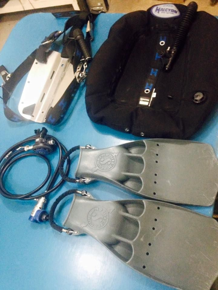 My current dive gear that i use for my technical diving includes halcyon evole 40lbs wing steel - Halcyon dive gear ...