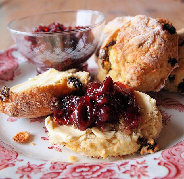 Afbeeldingsresultaat voor scones jam cherry