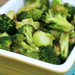 """Easy Roasted Broccoli 