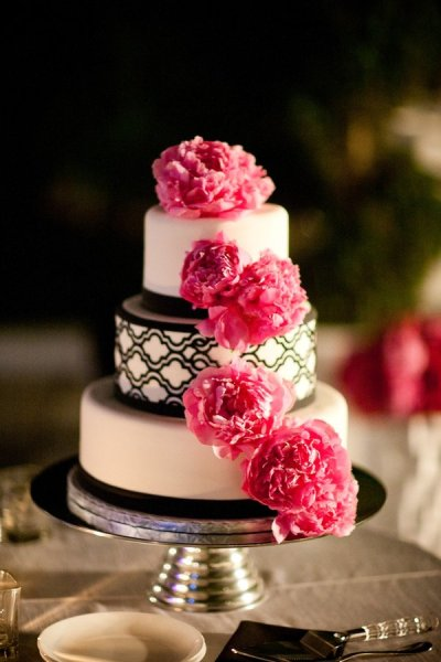 Modern cake adorned with peonies (Pastry Swan)