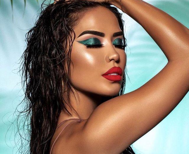 Turquoise Eye Makeup Look Latina Beauty Gurus Influencers Bold