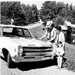 Old photo of a National Park Service Ranger helping a traveler on the Blue Ridge Parkway ... if you click through on the photo you are taken to the BRP info section of the NPS website.
