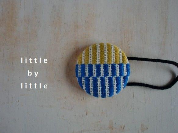 こぎんのしましま模様をデザインした、くるみボタンのヘアゴムです。落ち着きのあるブルーとマスタード(からし色)が、爽やかポップなヘアゴムとなりました。ボタン・・...|ハンドメイド、手作り、手仕事品の通販・販売・購入ならCreema。