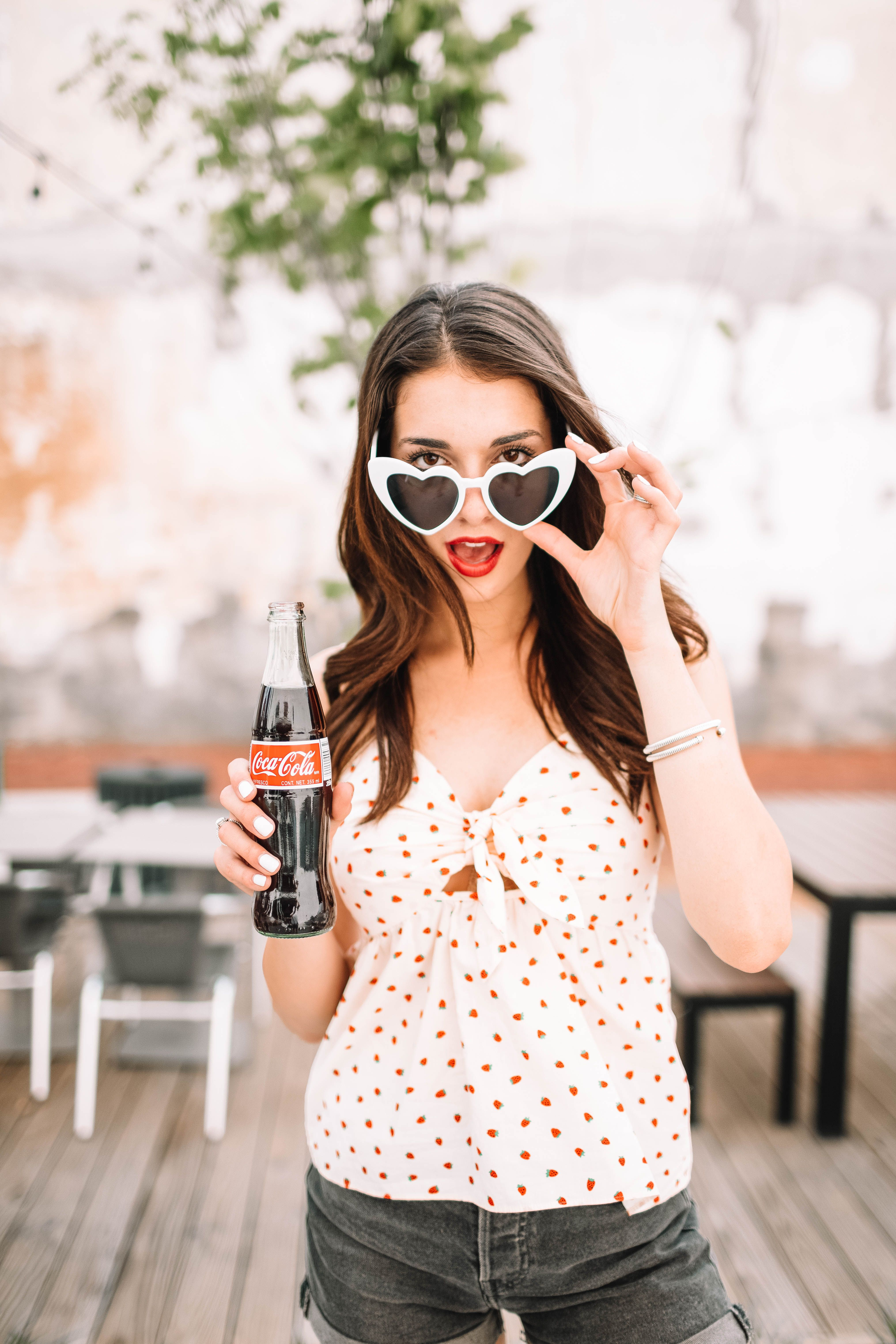 Photo Ideas Coke Fun Photography Summer Style Summer Clothes Madewell Heart Glasses Photosho Summer Photoshoot Summer Fashion Outfits Spring Photoshoot