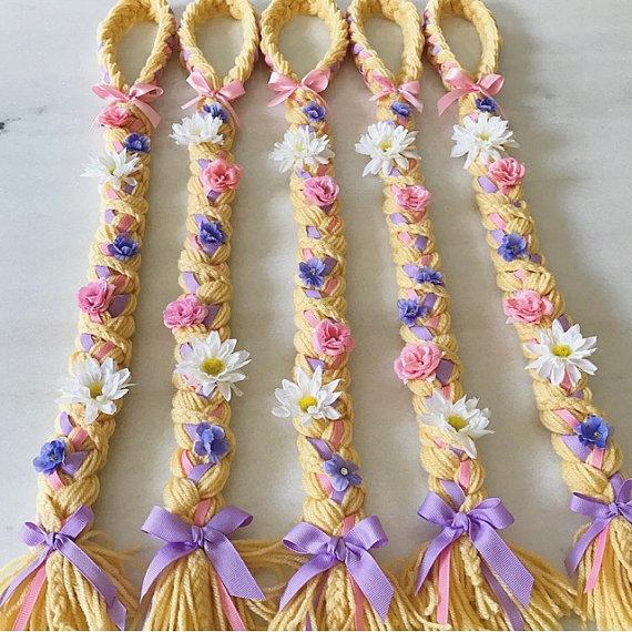 Perfekt für Ihre kleine Prinzessin! Dieses deluxe Rapunzel-Geflecht ist extra lang (22-24 Zoll) und fertig mit zierlichen Blüten & Swarovski-Kristallen für ernsthafte Glanz! Hochwertiges Garn dient für alle Zöpfe machen sie weich und dehnbar... VERFÜGBARE Größen (Kopfumfang):