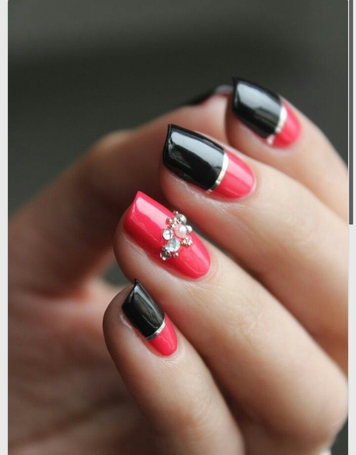 So flawless and so elegant. Red and black with gold | Nails ...