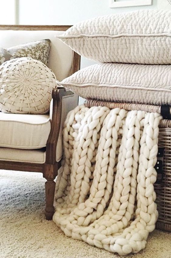 simple home decor ideas. | Blanket, Knitted blankets ...