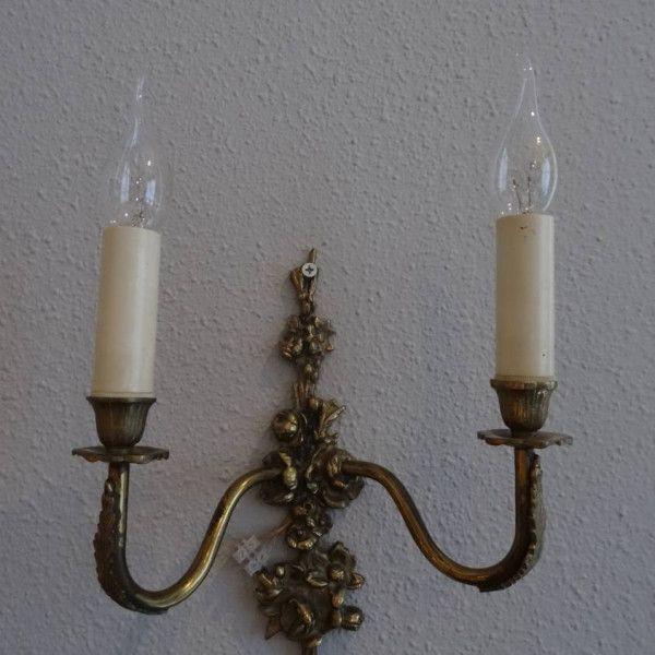 Dubbele bronzen wandlamp bewerkt met bloemen en bladeren