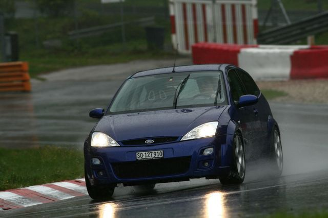 Ford Focus RS mk1 Imperial Blue on the track & Ford Focus RS mk1 Imperial Blue on the track | Ford Focus RS ... markmcfarlin.com
