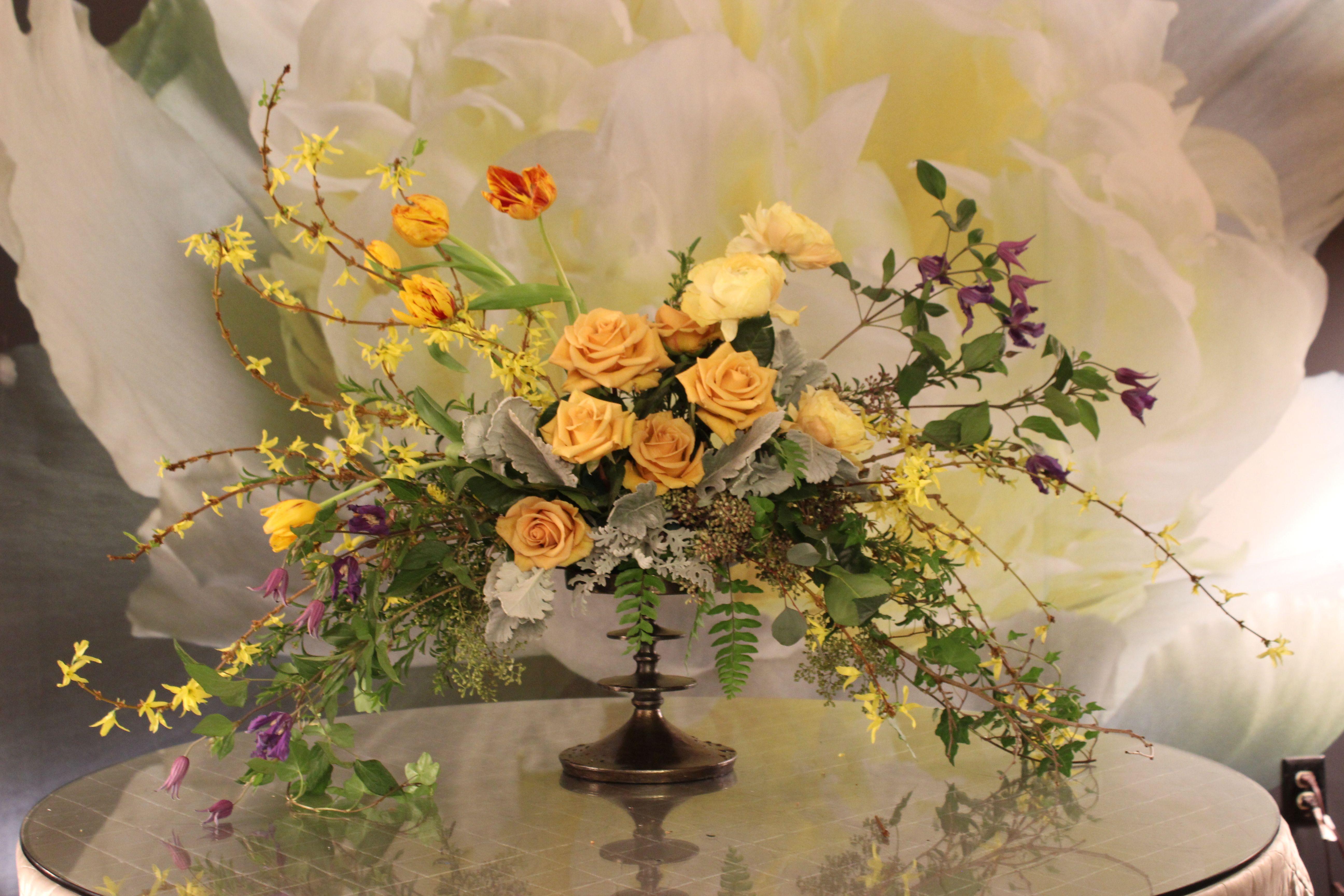 Loose Centerpiece The Garden District Flower Shop Pinterest