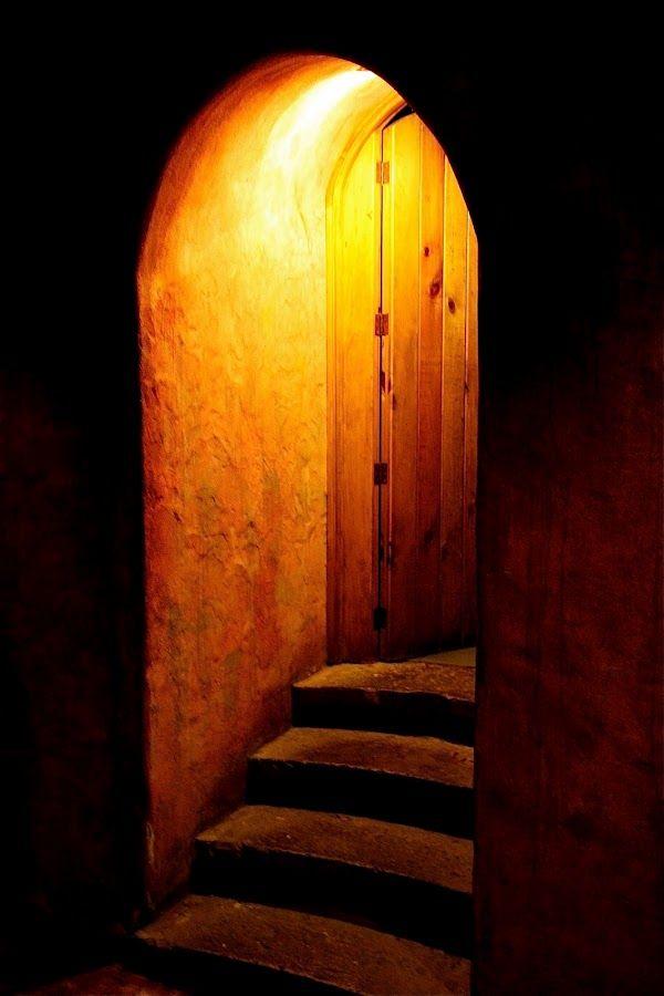 Resultado de imagen de mysterious door