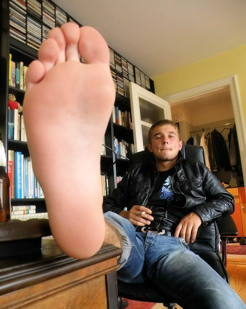 image Guys sucking feet male foot bondage