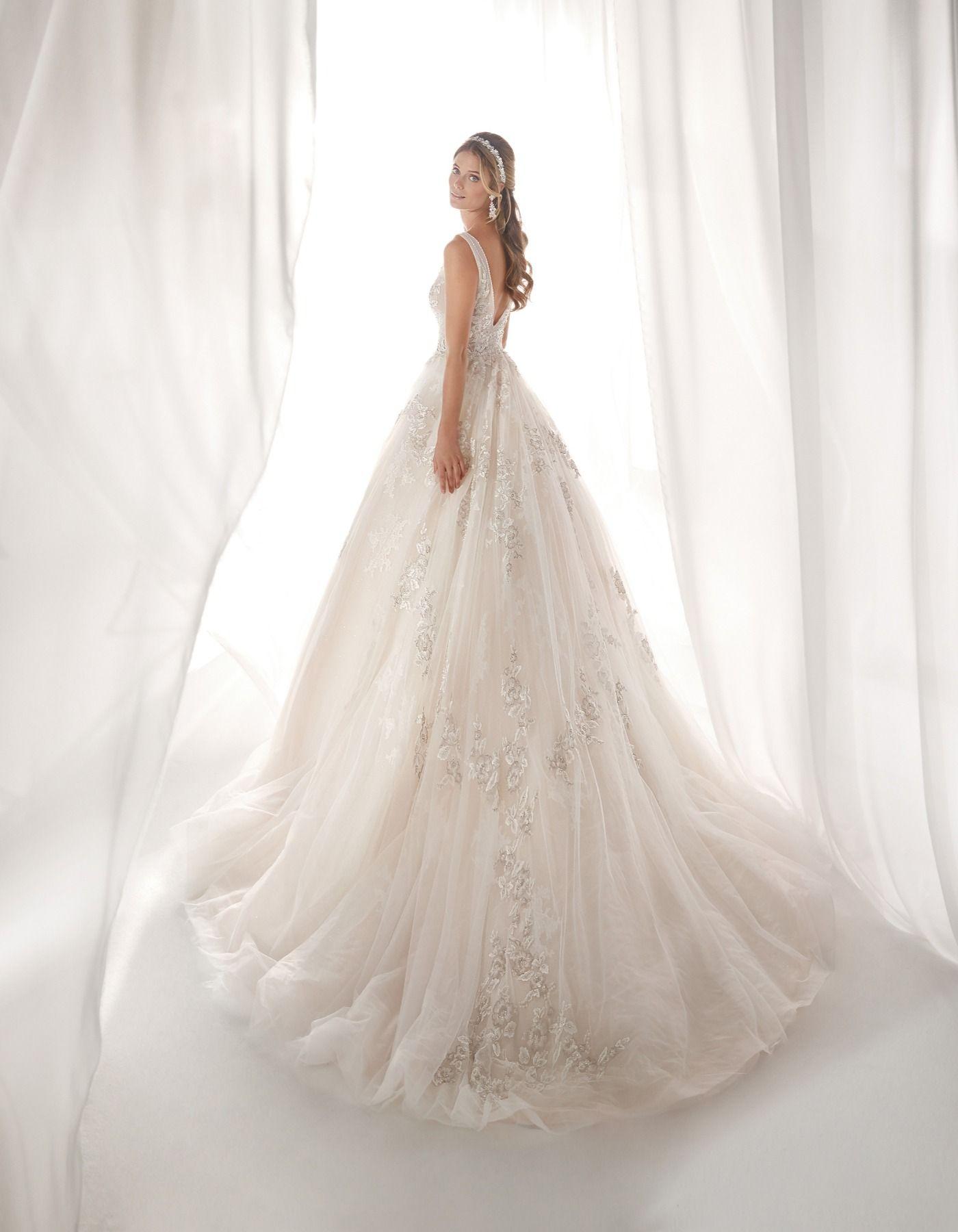 7f1430fb45d1 19015 by Nicole Spose  RaffaeleCiuca  NicoleSpose  WeddingDress  Bride