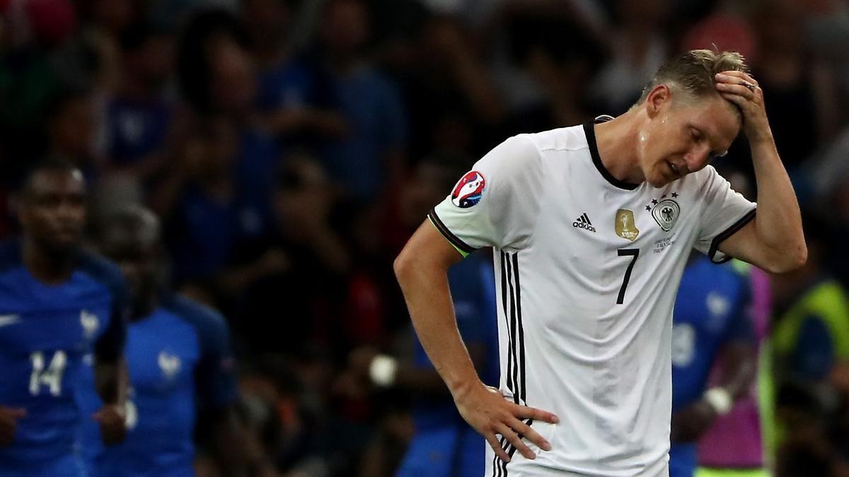 Der tragisch DFB-Kapitän: Schweinsteiger und die Hand des Grauens