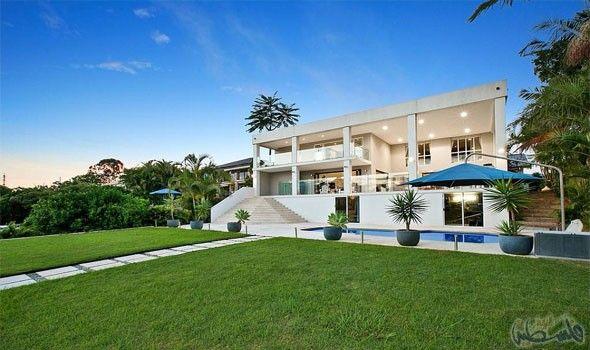 المنزل المثالي للأسر الكبيرة يضم 6 غرف نوم و7 حمامات مطروح للبيع حالي ا House Styles Mansions House