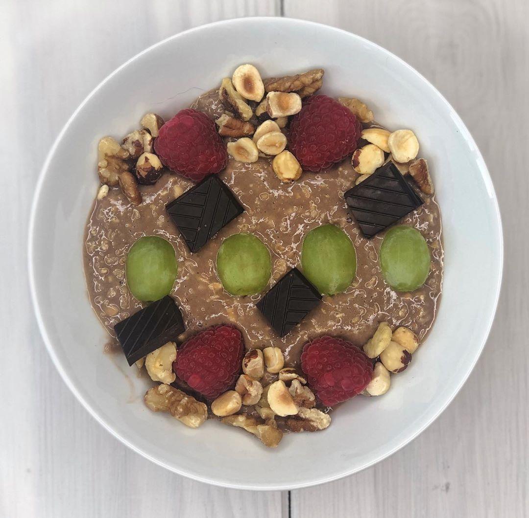 @bulkpowders chocolate orange proats 😍 with dark choc, raspberries, grapes and nuts ❤️ . . . . . . ....