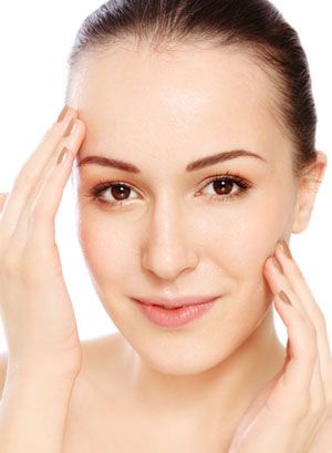 13 Natural Strategies to Help Keep Your Skin Looking Its Best and Give Your Face a More Youthful Appearance