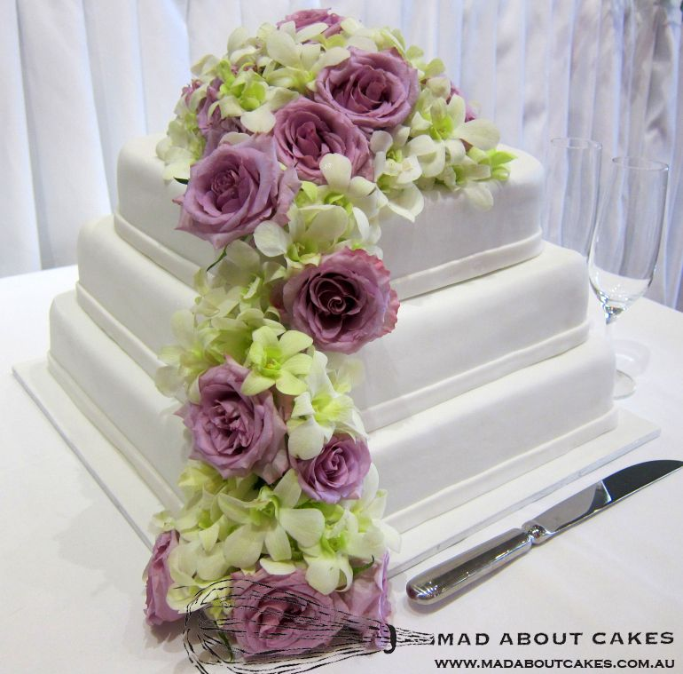 'Fresh Flower Wedding Cake'    www.madaboutcakes.com.au
