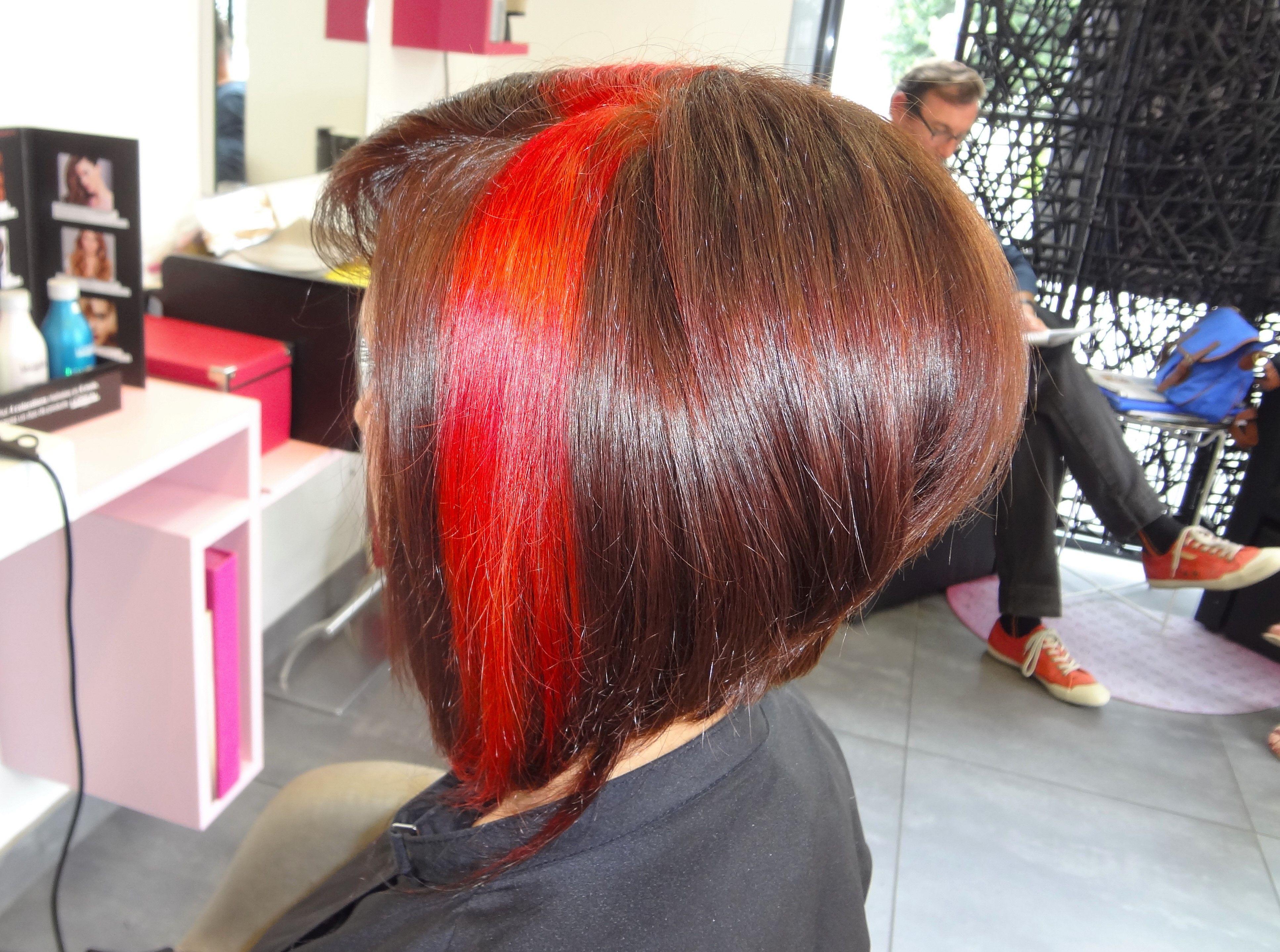 Carre Plongeant Degrade Coloration Accajou Effet Couleur 3d Rouge Et Cuivre Realise Au Salon Herveou Coiffure A Brest Hair Styles Long Hair Styles Hair