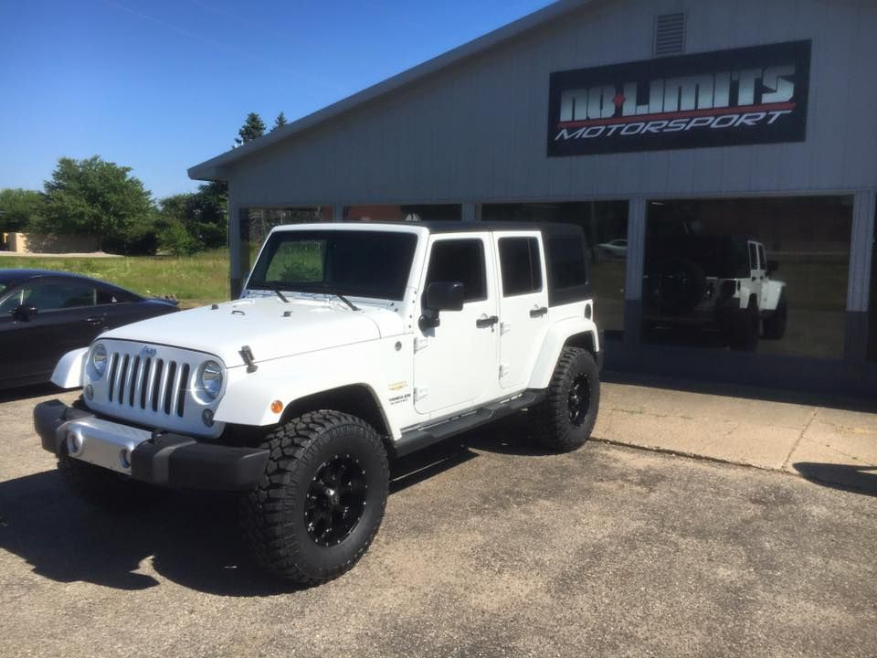 Jeep Jku With Rough Country 2 5 Suspension Lift 17 Raceline Wheels And 35 Mickey Thompson Deegan Tires White Jeep Wrangler White Jeep Jeep Wrangler Sahara