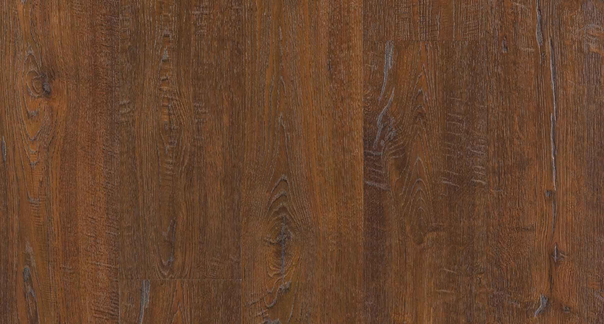 Auburn Scraped Oak Natural Laminate Floor With Wear And
