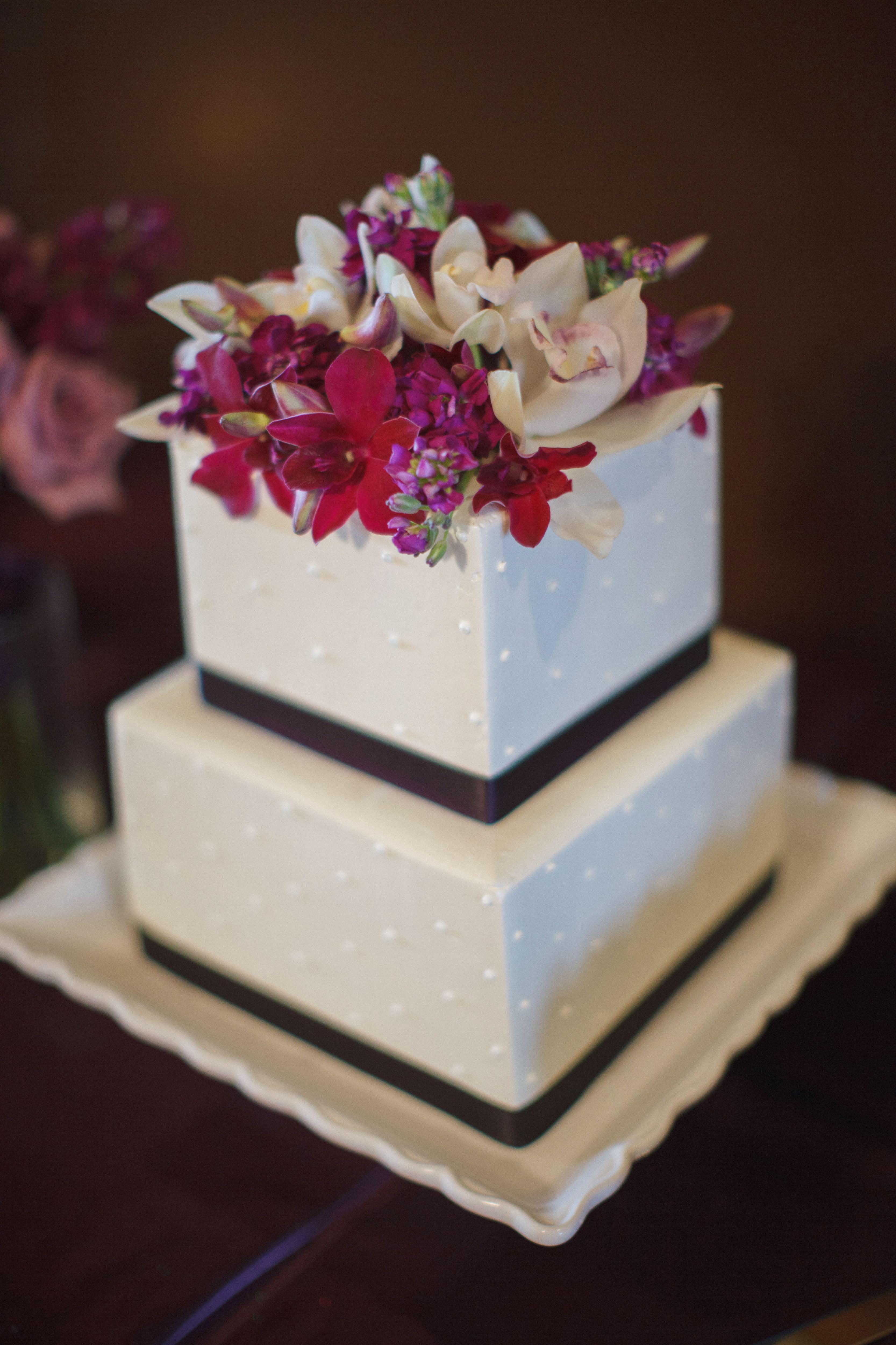 Twotiered square ivory wedding cake stephanie wedding cakes