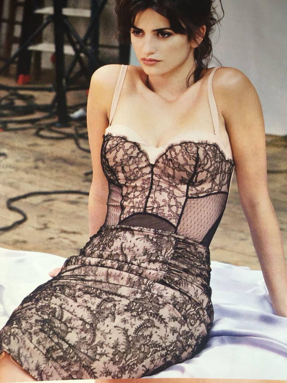 Penelope Cruz  Woman Fashion - Amazing Dresses In 2018 -3316