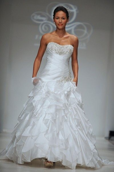 Alfred Angelo, Disney Jasmine 215, Size 16 | Cathedral train ...