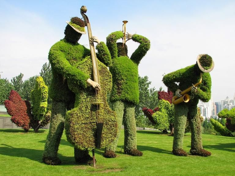 Over the Hedge: 17 Topiaries that Top the Rest | Jazz, Garden art ...