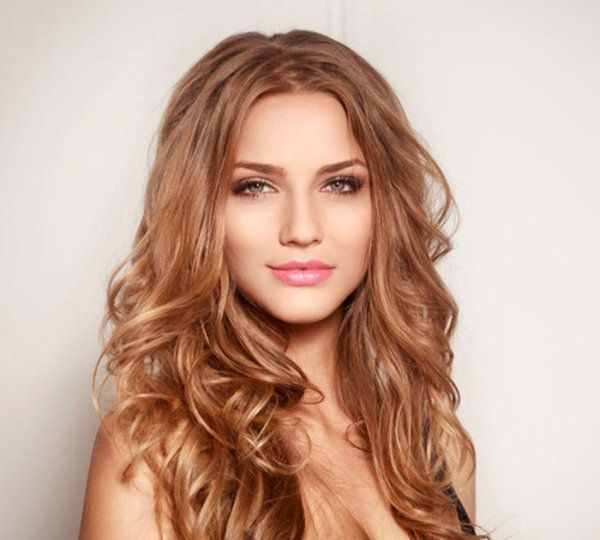 Haare Stylen Den Scheitel Richtig Steilen Lockige Haare Haare Stylen Haar Styling