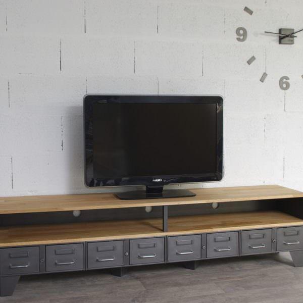 Un Meuble Tv Industriel Avec Une Niche Et Tiroirs Metallique Meuble Tv Industriel Meuble Tv Meuble Tv Style Industriel