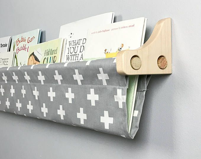 kinder b cherregal buch sling und holzklammern grau. Black Bedroom Furniture Sets. Home Design Ideas