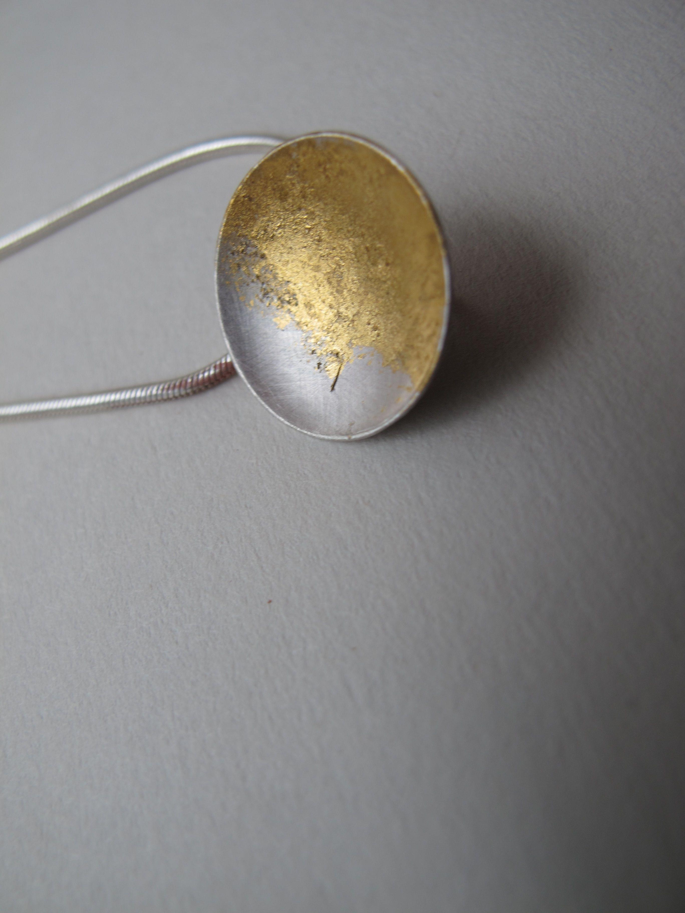 """Pendente """"Tenho sol"""" - prata 925 e folha de ouro"""