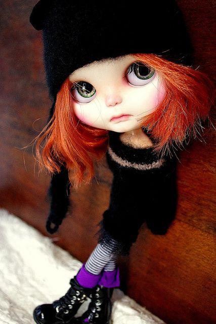 منتظر ماند زمستان بیاید برف بیاید تو بیایی و با هم آدم برفی بسازیم شال و کلاه کرده منتظر ماندم، زمستان آمد... برف آمد... ولی تو . . . !   Tribeca in black   Flickr