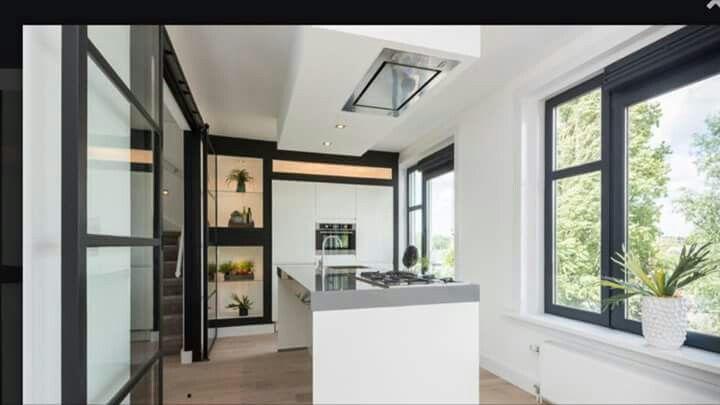 Zwarte Kit Keuken : Prachtige witte keuken met zwarte kozijnen en accenten keukens