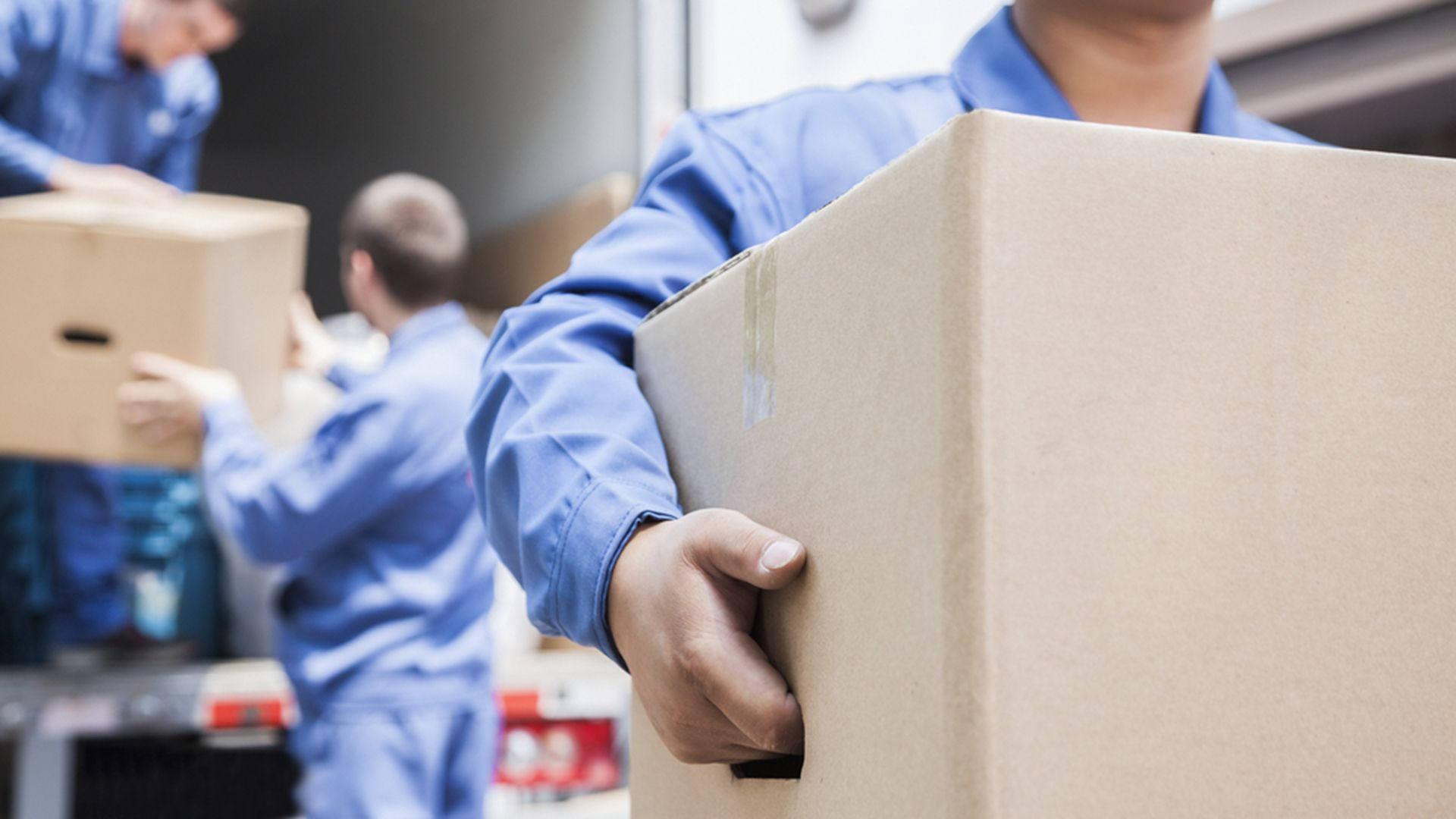 Packing Up Here S How Much You Should Tip Movers Local Movers