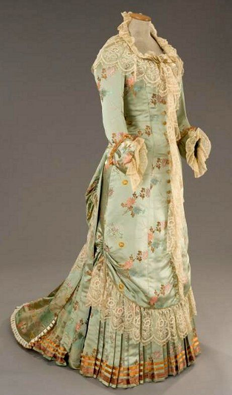 ~Tres Elegant, Victorian Dress Front~  #1800s  #fashion
