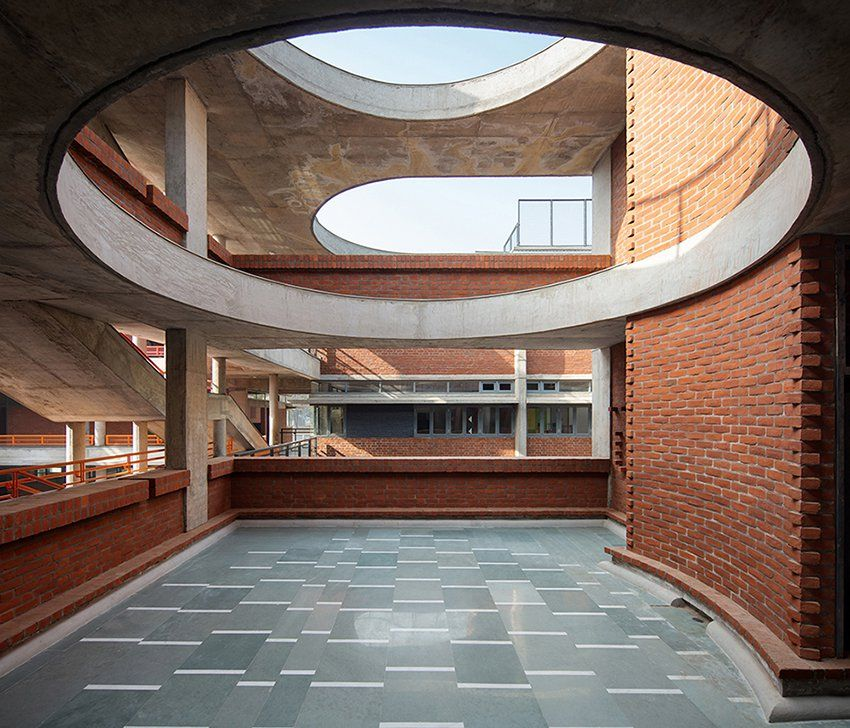 Shaily Gupta S School In India Features Brick Blocks Connected By A Floating Concrete Roof Concrete Architecture Roof Architecture Concrete Roof