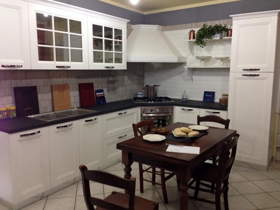 Cucina Stosa Cucine Beverly Classica Legno bianca scontata del 57 ...