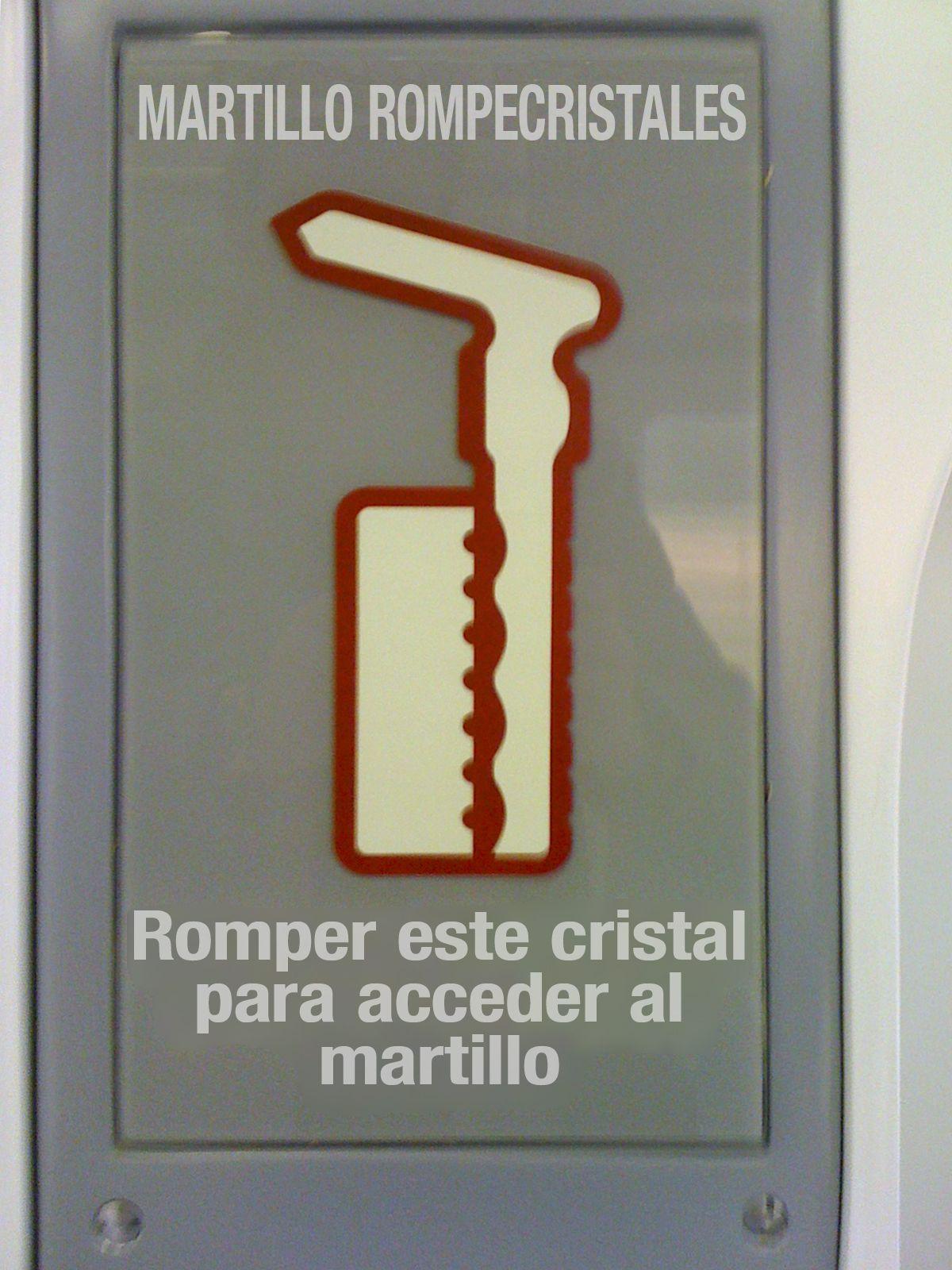 Paradoja de diseño: ¿alguien tiene un martillo para romper el cristal que cubre el martillo rompecristales?