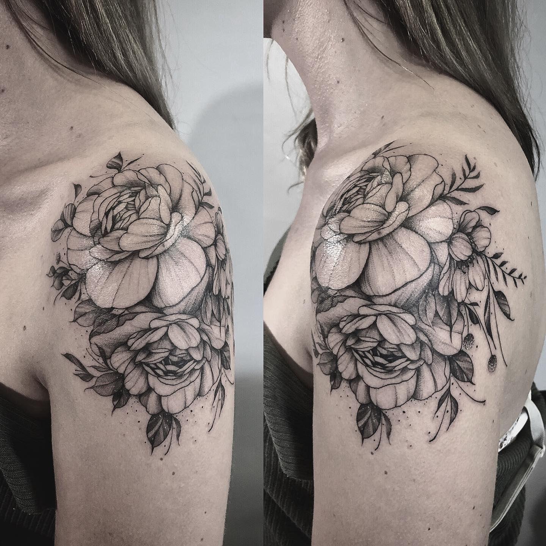 🌸. . . . . . . . #tattoo #tattooed #tattoos #tattooartist #tattooing #inkaddict #tattooideas #tattoostyle #dotworktattoo #blackworktattoo #flowerstattoo
