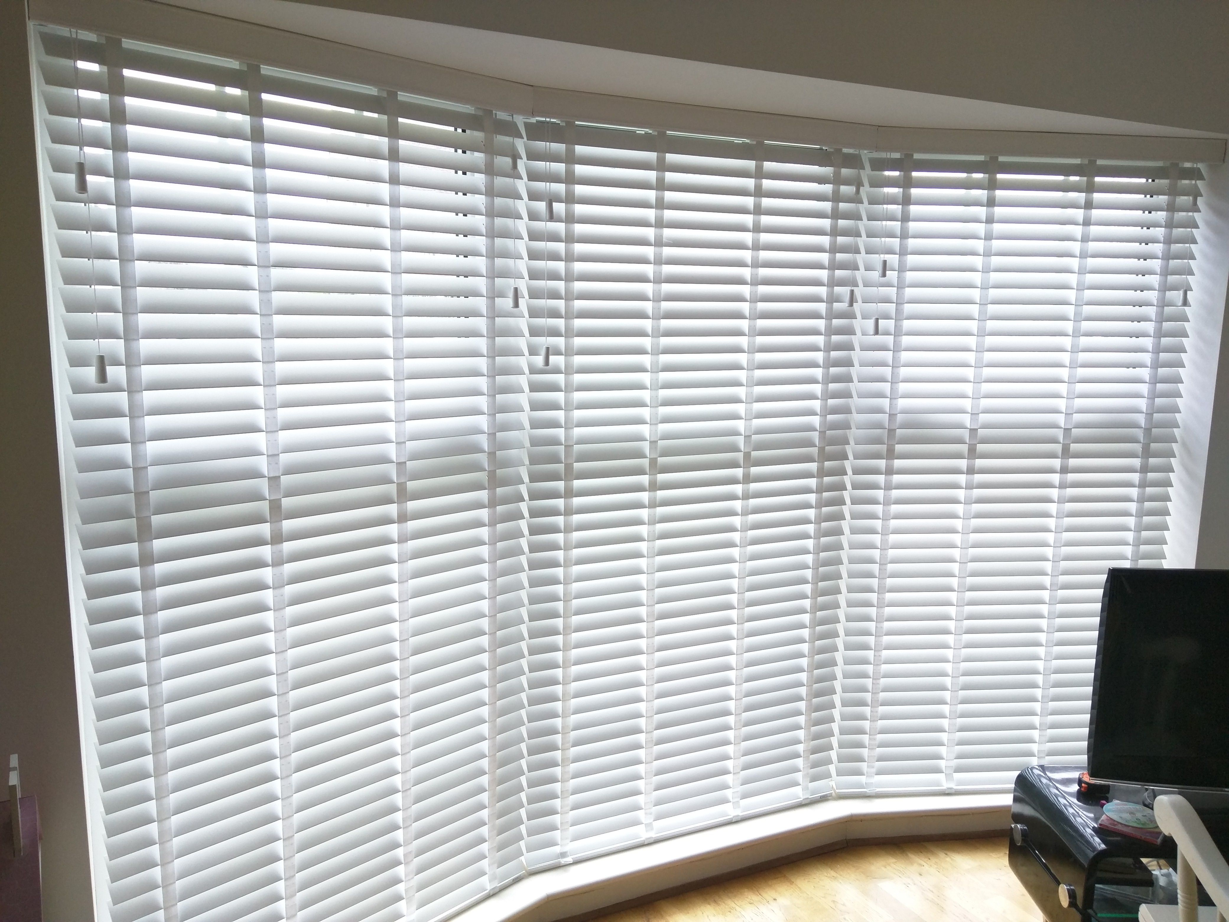 Wood Venetian Blinds With Tapes Bay Window Shoreham Living Room Blinds Made To Measure Living Room Blinds Blinds Curtains With Blinds