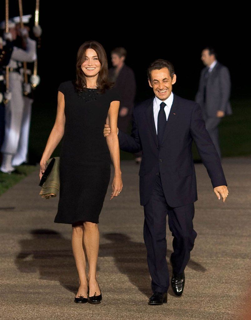 Bruni and Sarkozy walked out on the side. 11.03.2010 74