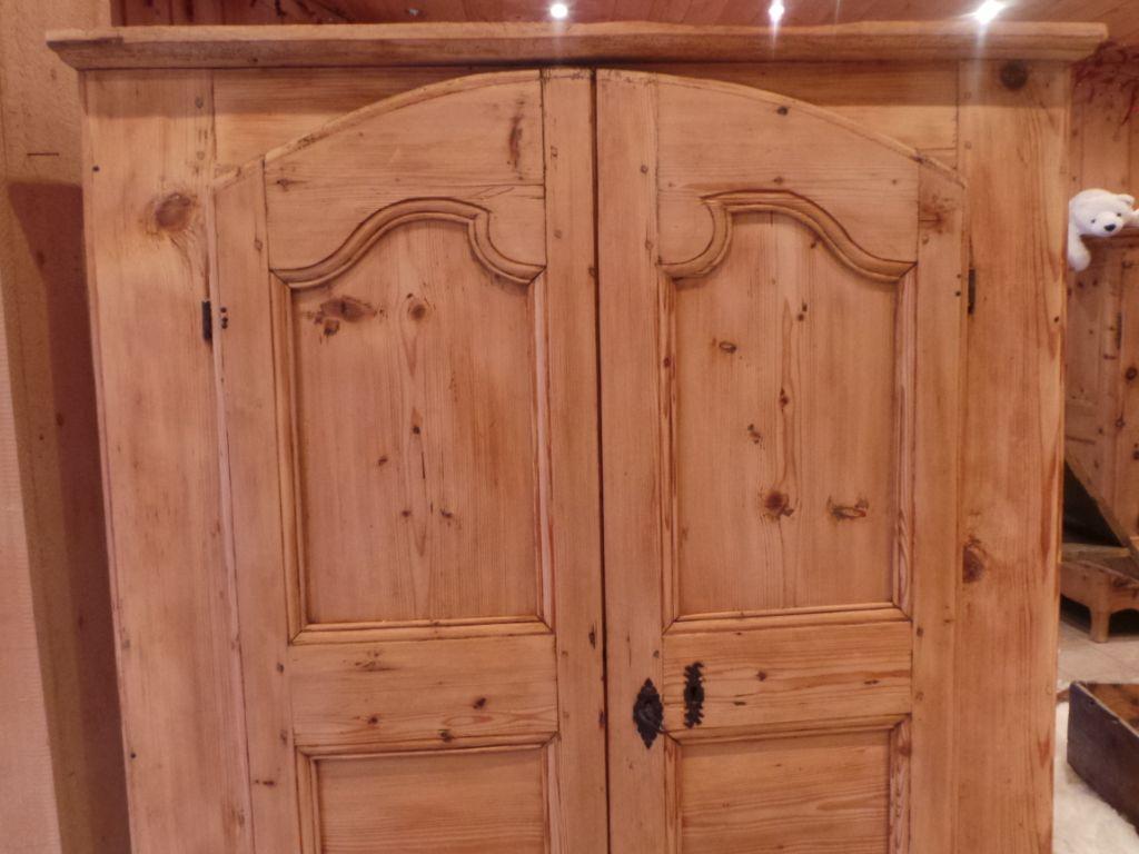 Ameublement ancien Savoie et Haute Savoie meubles et déco d' intérieur chalet montagne www.auvieuxparchet.fr