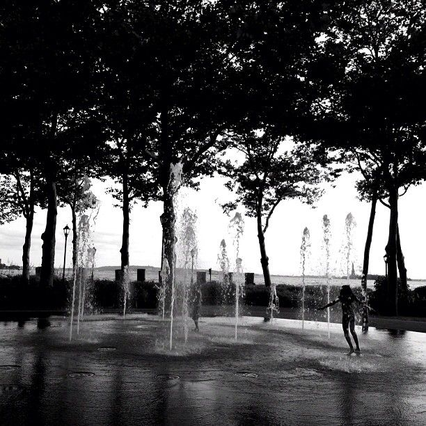 children playing in the fountain in Battery Park   Outdoor ...